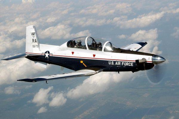 Tướng Mỹ cam kết giúp chuyển giao máy bay huấn luyện T-6 cho VN