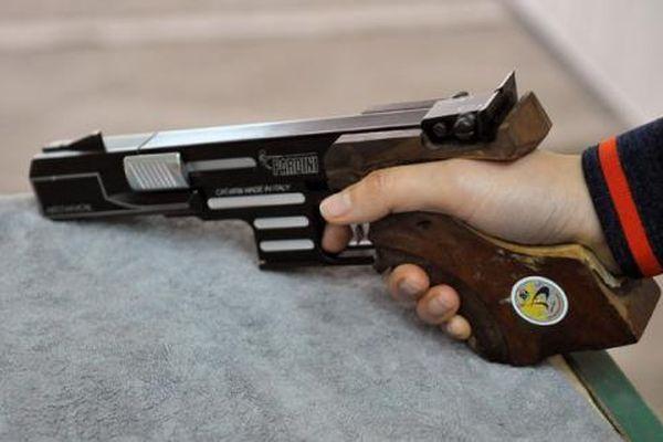 Nam thanh niên tàng trữ súng hơi tại nhà riêng