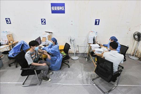 Kinh ngạc tốc độ tiêm vaccine COVID-19 thần tốc ở Trung Quốc, 5 ngày tiêm 100 triệu liều