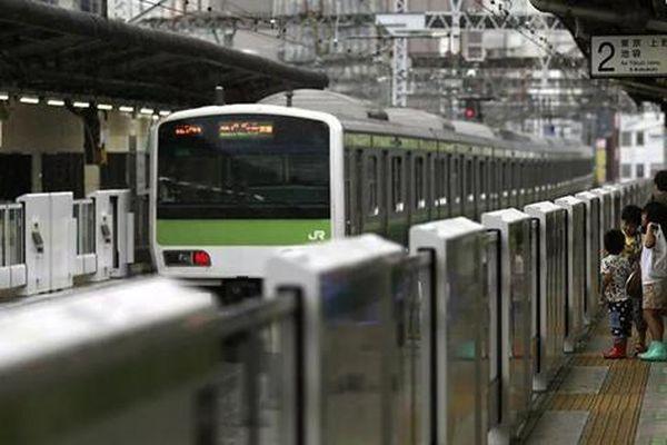 Quan chức Ủy ban Olympic Nhật Bản nhảy xuống đường ray tự sát