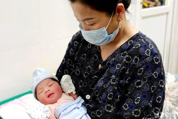 Cứu thai nhi bị lỗi nhịp tim ngay trong bụng mẹ