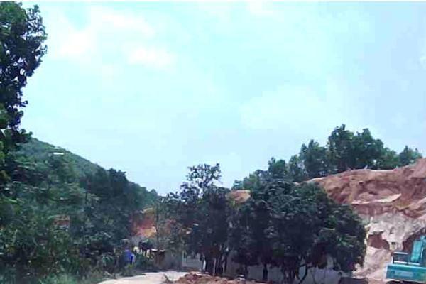 Phú Thọ: Ngang nhiên khai thác đất trắng không phép trước cửa UBND xã