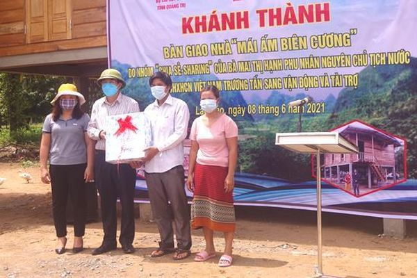 Quảng Trị: Bàn giao nhà 'Mái ấm biên cương' cho người nghèo nơi biên giới