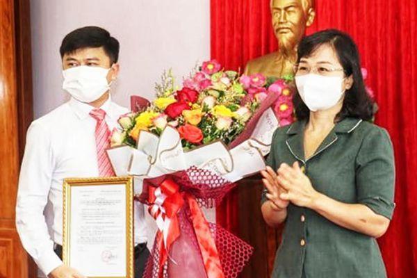 Trao quyết định về công tác cán bộ tại TP Uông Bí