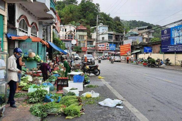 Quảng Ninh: Chợ 'cóc' ngã ba Cửa Ông giỡn mặt 'tử thần'