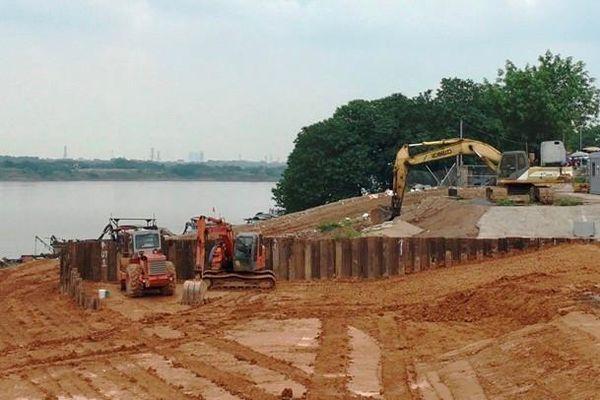 Khẩn trương khắc phục sự cố nứt đê sông Hồng tại Hà Nội