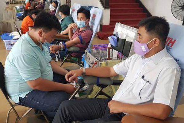 Vận động CNVC-LĐ hiến máu trong mùa dịch