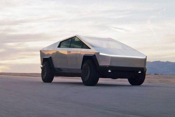 Siêu bán tải Tesla Cybertruck có thể lăn bánh tới 980km/lần xạc