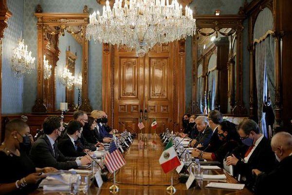 Phó Tổng thống Mỹ Kamala Harris gặp Tổng thống Mexico, bàn về di cư
