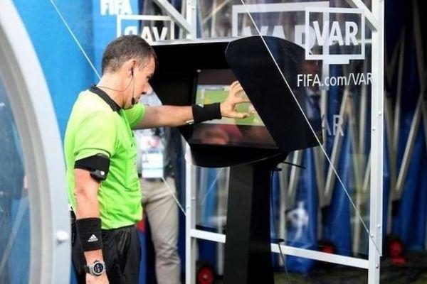 Công nghệ VAR sẽ chính thức được sử dụng tại Futsal World Cup 2021