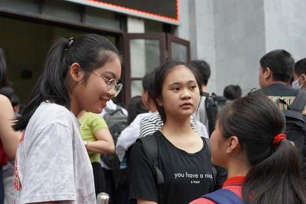 Trường THPT chuyên Khoa học Tự nhiên hoàn trả lệ phí nếu thí sinh không đến dự thi lớp 10