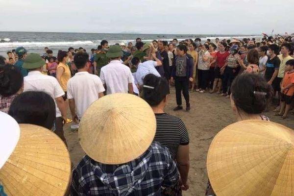 Thanh Hóa: 3 học sinh tiểu học tắm biển đuối nước thương tâm
