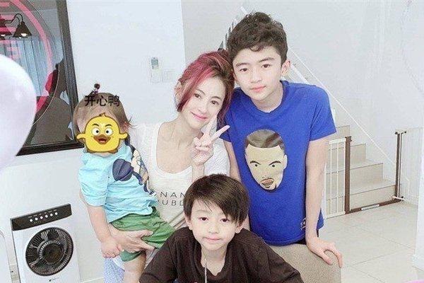 Trương Bá Chi tiết lộ con trai quyến rũ giống hệt tài tử này