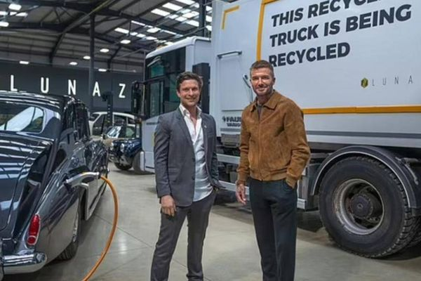 David Beckham trở thành cổ đông của một hãng phục chế xe sang