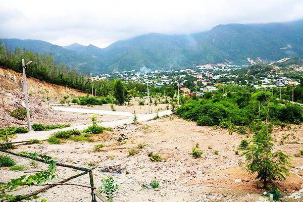 Xã Phước Đồng khó khắc phục đất đồi núi bị san ủi