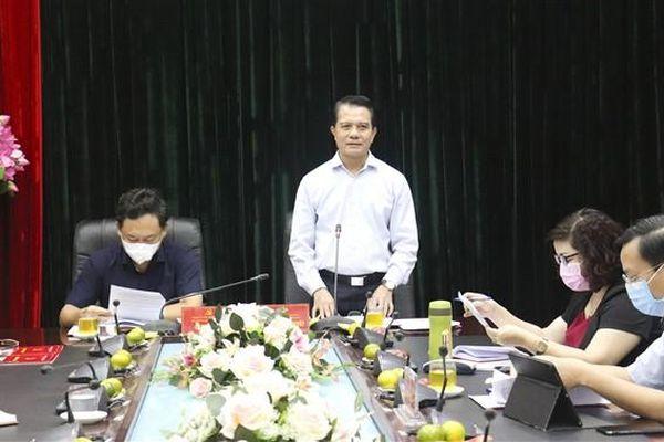 Chủ nhiệm Ủy ban Kiểm tra Thành ủy Hà Nội Hoàng Trọng Quyết kiểm tra công tác chuẩn bị thi vào lớp 10 tại Gia Lâm