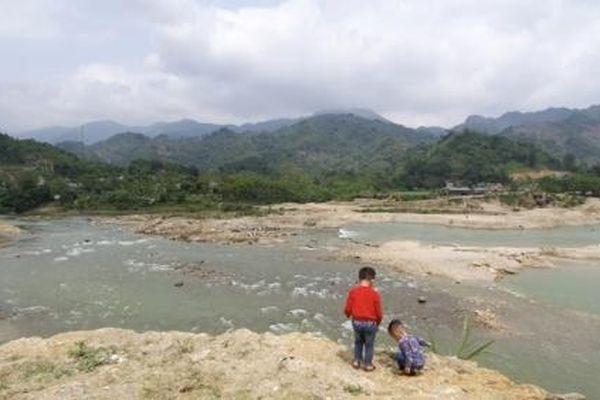 Doanh nghiệp cày nát mặt sông, dân kêu trời vì lo sạt lở
