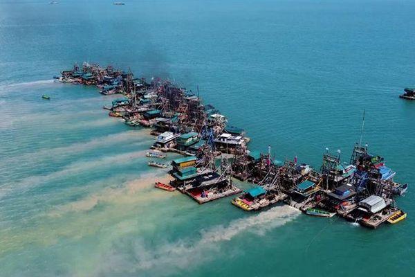 Đất liền hết thiếc, thợ mỏ Indonesia chuyển ra biển khai thác