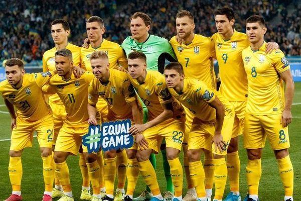 Nỗ lực đưa chính trị vào bóng đá của Ukraine đã bất thành