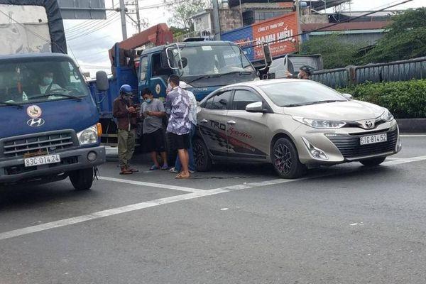TP.HCM: Hai vụ va chạm liên tiếp trên QL1, giao thông ùn ứ nhiều km