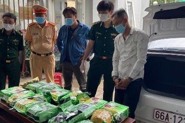 Hải đội 3 phối hợp bắt giữ vụ vận chuyển 20 kg nghi ma túy