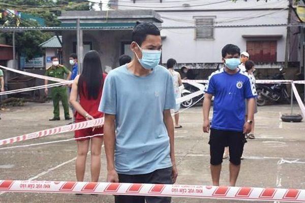 Bắc Giang: 3 huyện 'cửa đóng then cài' dập dịch