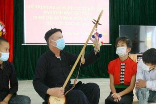 Gần 100 học viên được truyền dạy nghệ thuật dân gian dân tộc Thái, Khơ Mú