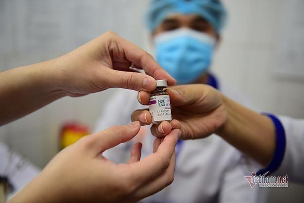 Văn bản 'tiêm vắc xin tự chi trả với giá 350.000 đồng/người' do sơ suất soạn thảo