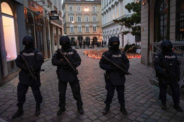 Italy triệt phá băng nhóm làm giả giấy tờ cho phần tử khủng bố