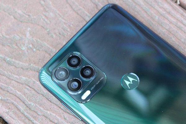 Cận cảnh smartphone chống nước, 5G, RAM 6 GB, pin 'khủng', giá 9,16 triệu