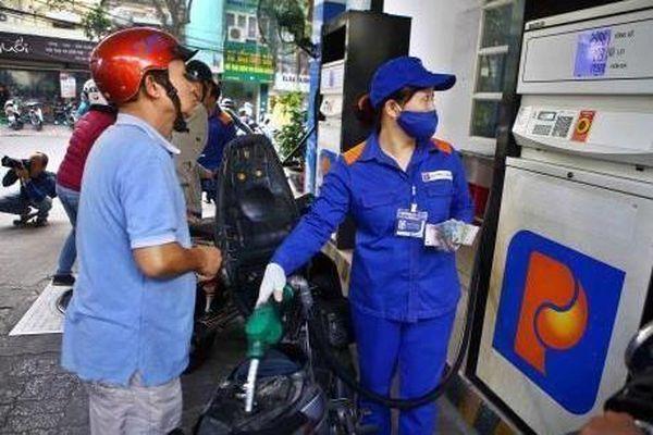 Quỹ bình ổn giá xăng dầu Petrolimex còn 370 tỷ đồng