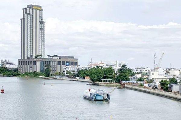 Thí điểm thu gom tự động rác nổi trên sông Cần Thơ