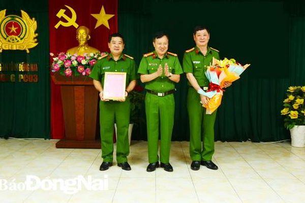 Giám đốc Công an tỉnh khen thưởng CBCS Phòng Cảnh sát Kinh tế