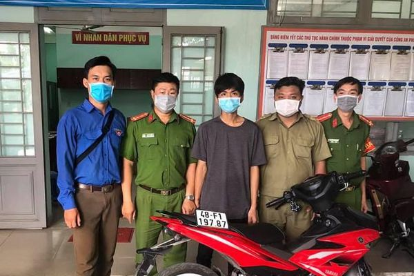 Mang xe trộm ở Bình Phước đi bán, bị tổ phòng dịch COVID bắt ở TP Thủ Đức