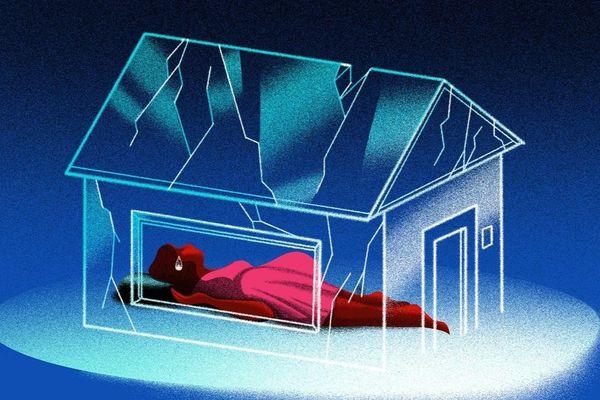 'Vì đại dịch, tôi phải sống chung với người chồng đã dọa giết mình'