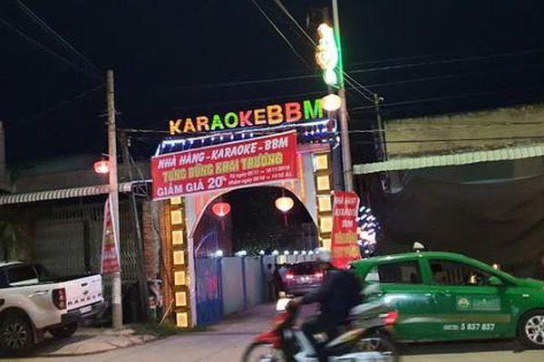 Nam chủ quán karaoke rủ bạn và 5 nữ tiếp viên đến để 'bay lắc'