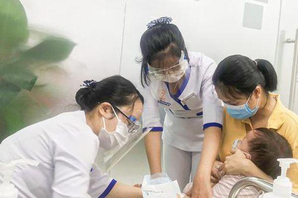 Mở trung tâm tiêm chủng cho người dân khu vực vùng biên