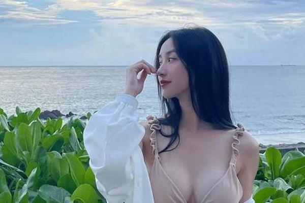 Tung slots khoe body nóng bỏng cực 'mặn', Jun Vũ bị anti-fan cà khịa làm nghề 'nhạy cảm'