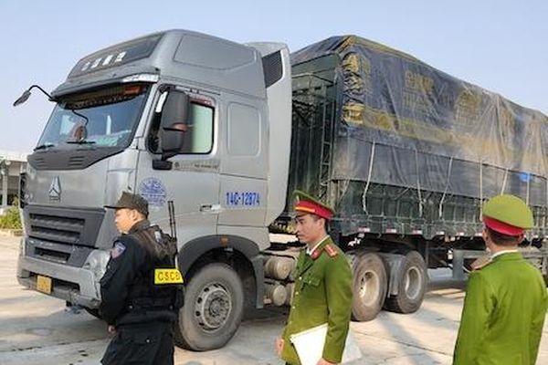 Xử phạt 316 triệu đồng với chủ của 300 tấn hàng lậu bị bắt ở Hải Dương