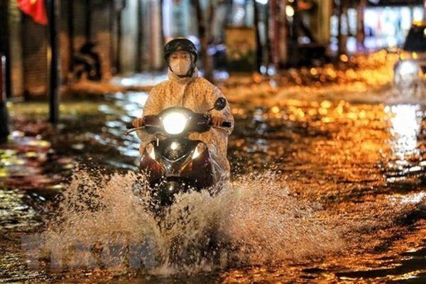 Chuyên gia khí tượng: Sáng 13/6, Hà Nội tiếp tục có mưa lớn kéo dài