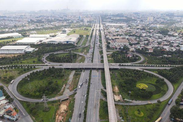 TP.HCM dự kiến phát triển gần 900 km đường bộ, đường sắt