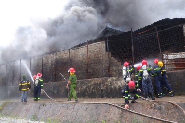 Thừa Thiên Huế: Cháy cơ sở kinh doanh phế liệu giữa khu dân cư