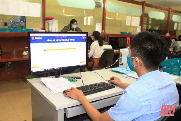 Đăng ký nộp hồ sơ xét tuyển trực tuyến, giải pháp an toàn trong mùa dịch COVID-19