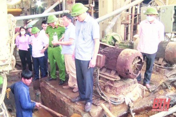 Huyện Quan Hóa tăng cường kiểm tra, xử lý các cơ sở chế biến lâm sản xả nước thải ra sông Mã