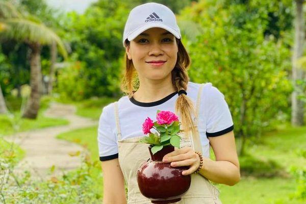 Mỹ Tâm hóa 'cô bé nông dân' trong đợt nghỉ dịch