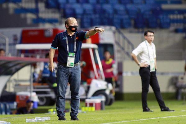 Hồng Duy bị chơi xấu, HLV Park Hang Seo nổi cáu với cầu thủ Malaysia