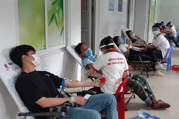 Tôn vinh 270 tập thể, cá nhân hiến máu tiêu biểu