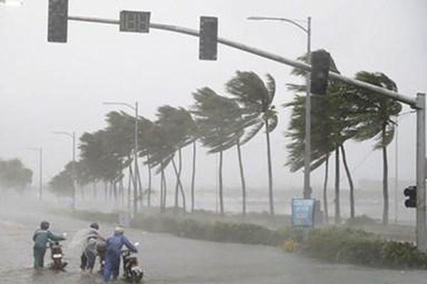 Bão số 2 đổ bộ vào đất liền, cảnh báo mưa lớn từ Bắc Bộ đến Thừa Thiên Huế