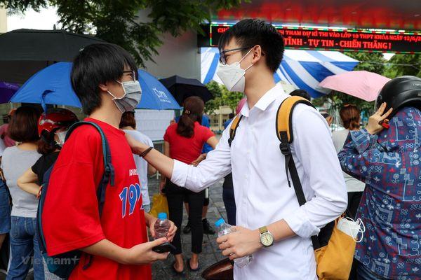 Thí sinh Hà Nội kết thúc kỳ thi vào lớp 10 công lập không chuyên