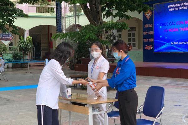Hà Nội: Thí sinh lớp 10 đến trường thi hai môn cuối, công tác phòng dịch tiếp tục được siết chặt